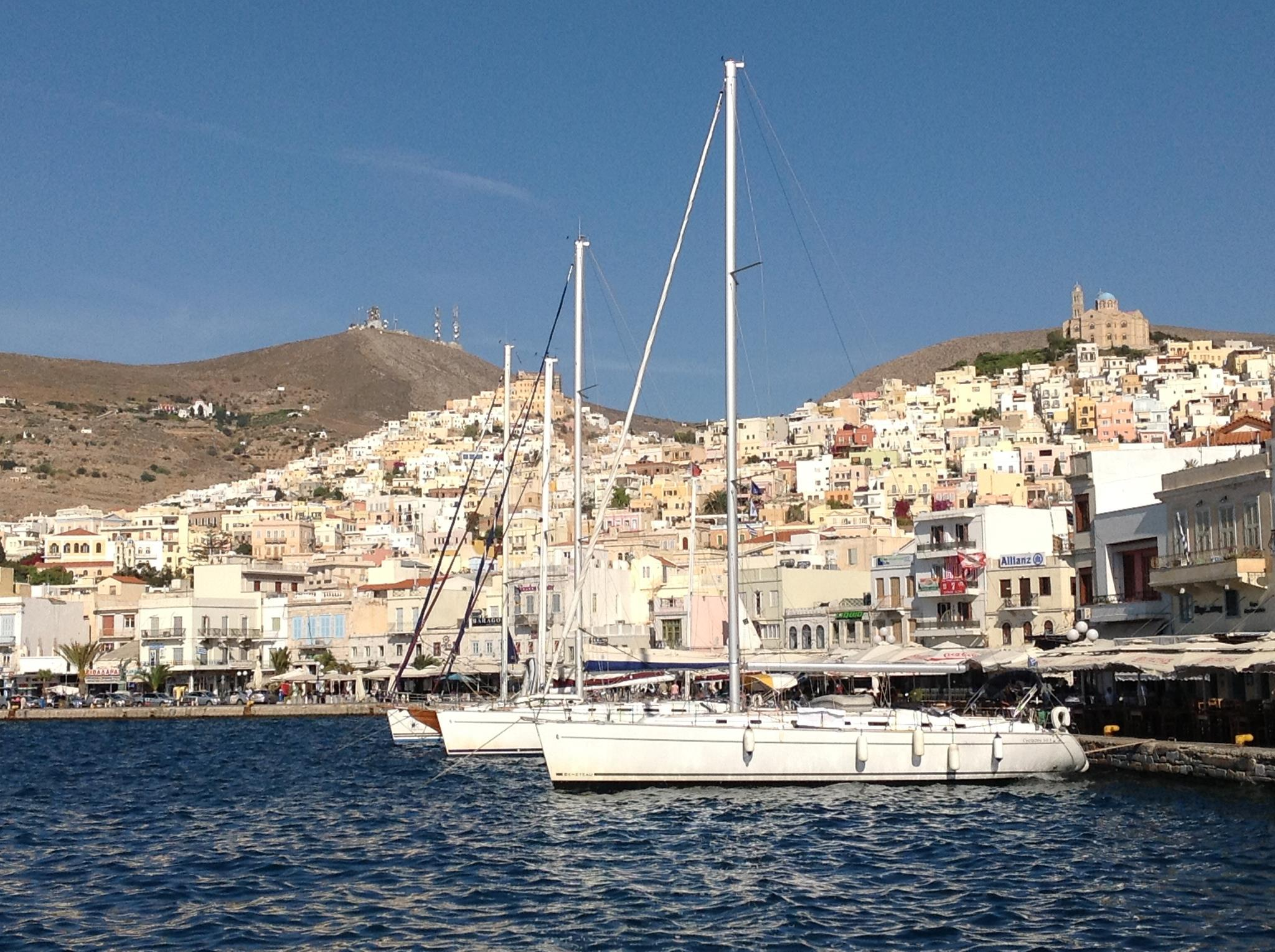 yachts_in_syros